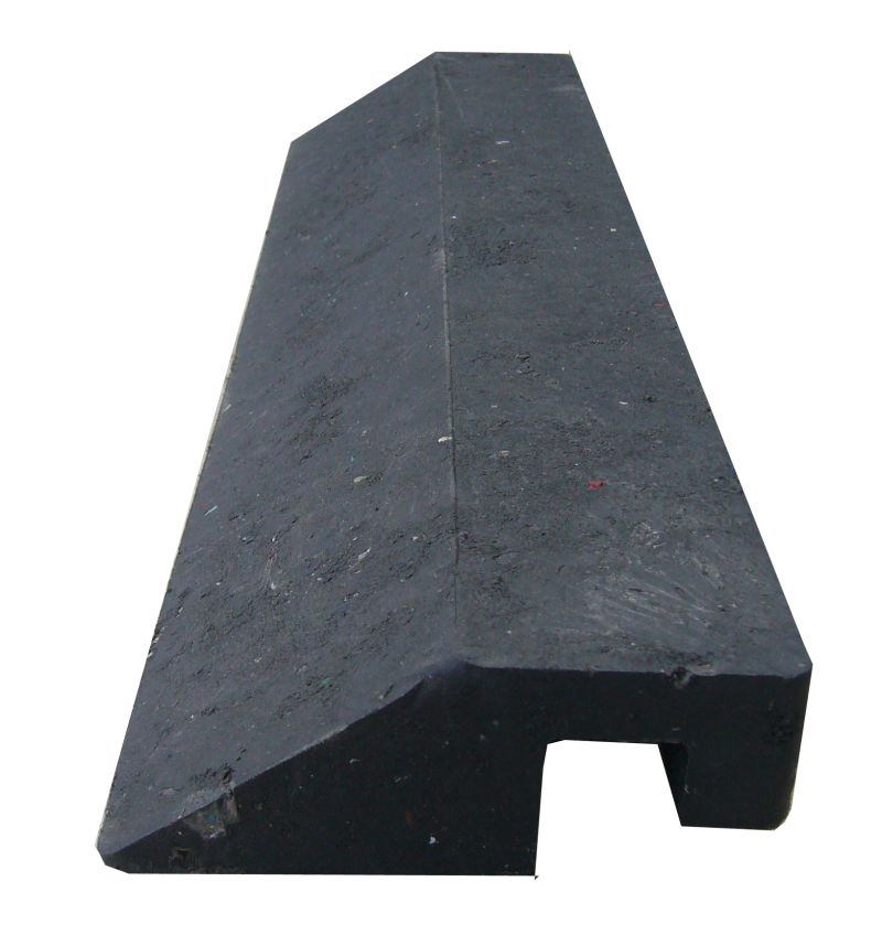 Nájezd vysoký s horním zámkem 40 x 10 x 4,3 cm pro zátěžové plastové rohože 102re a 103re
