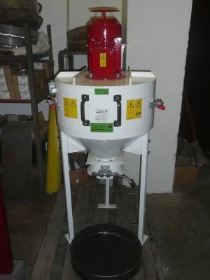 Kladívkový šrotovník na obilí, kukuřici VM 3 kW vertikální, drtič odpadu, slámy