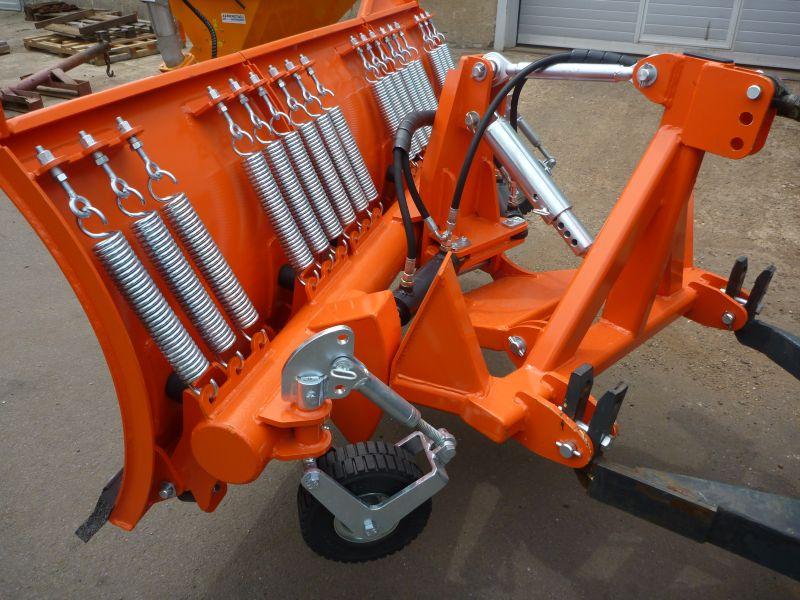 Přední radlice na sníh na traktor Agrometall OR-T1 2600