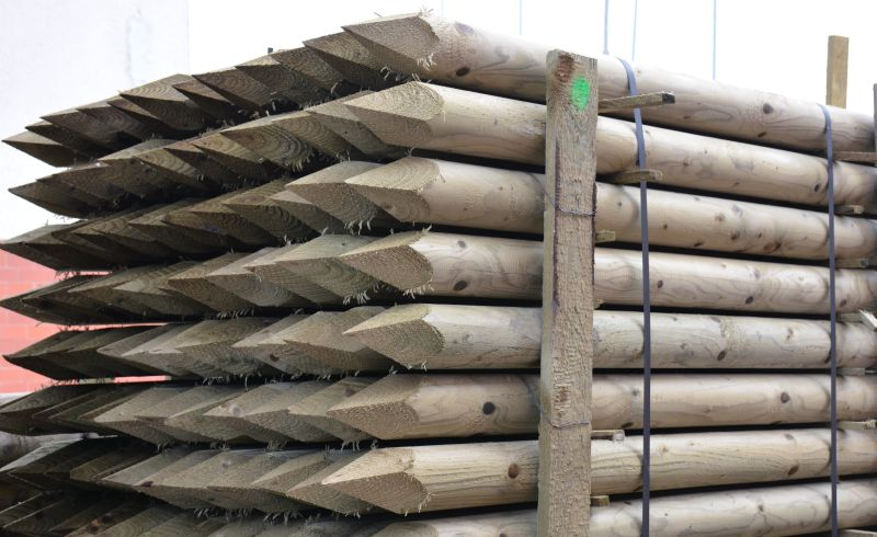 Dřevěný kůl kulatý borový 250 cm průměr 10 cm na ohradu bez špice